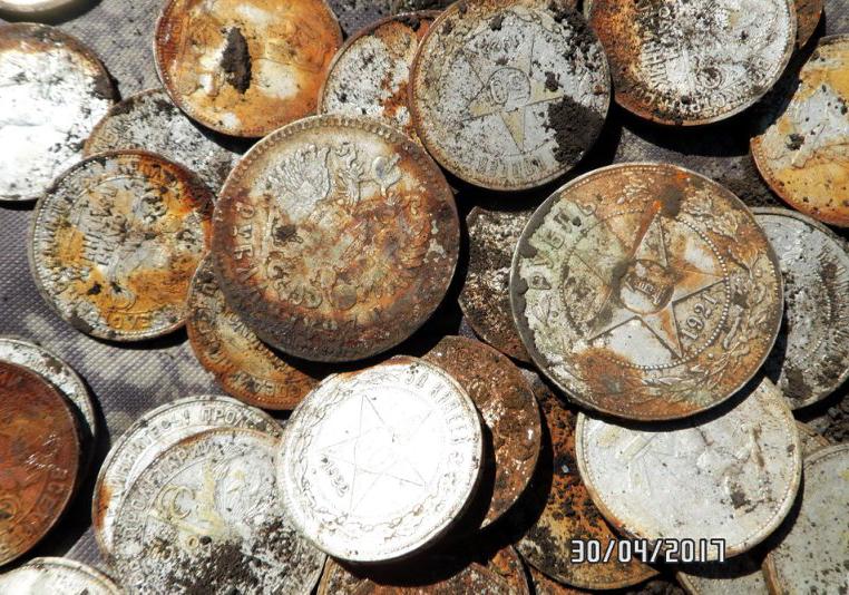 Клад серебряных монет c ржавой железной банки - поисковые ка.